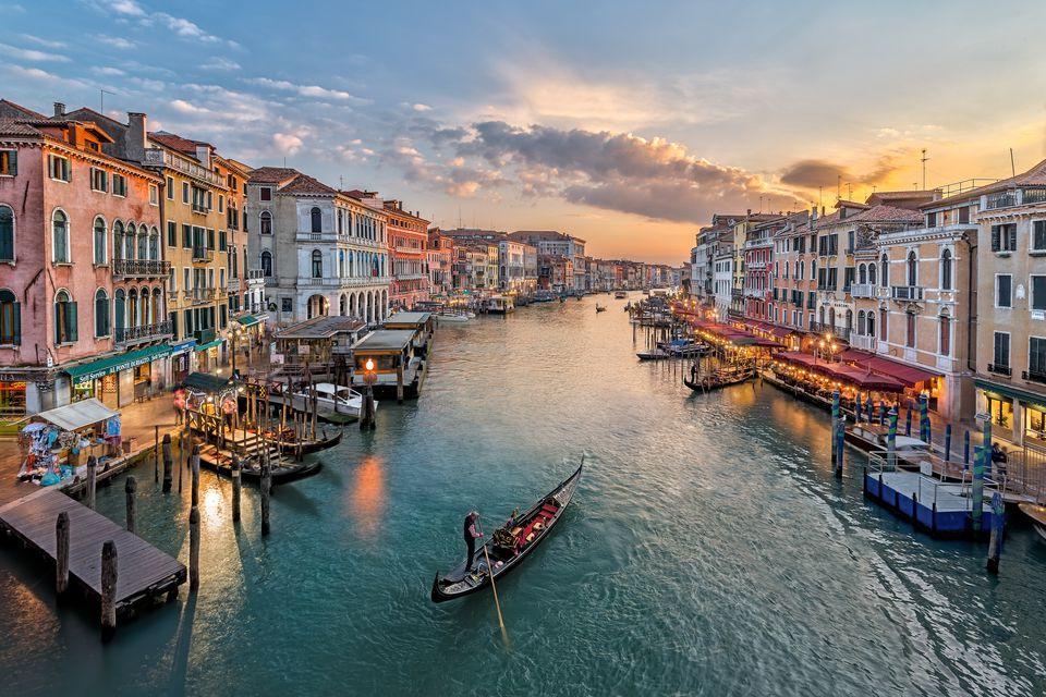Любов във въздуха и романтика във Венеция